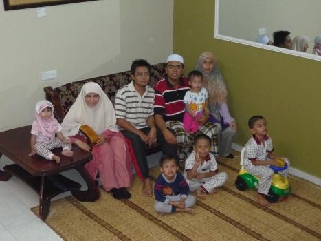 Bersama Wan Sulaiman sekeluarga